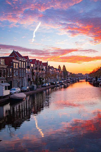 Oude Singel, Leiden bei Sonnenaufgang von Franck Doho