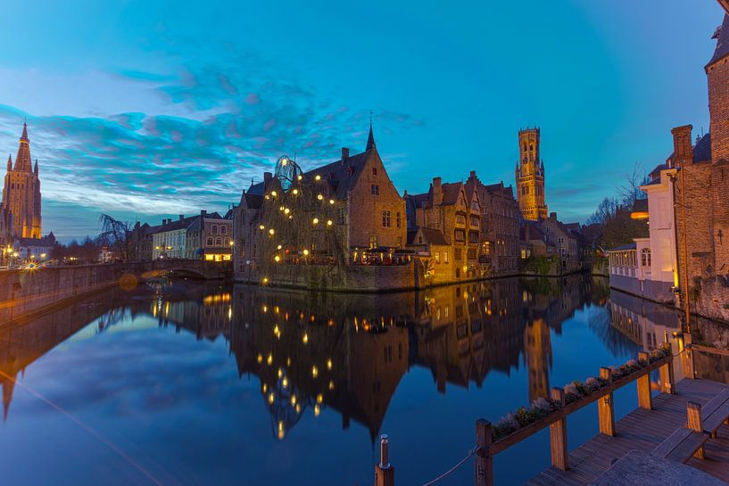 Brügge , Belgien in der blauen Stunde von Maarten Hoek