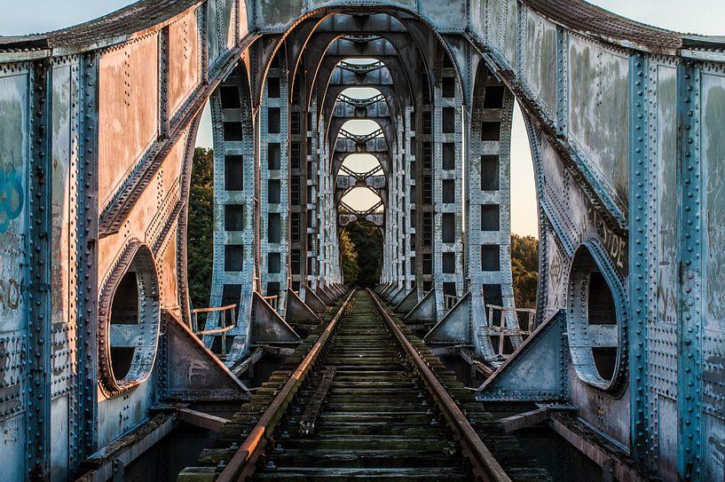 Old Railway Bridge van Anjolie Deguelle
