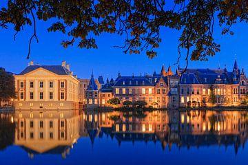 regeringsgebouwen aan de Hofvijver in Den Haag van