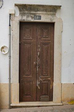 Die Türen von Portugal braun Nummer 1 von Stefanie de Boer