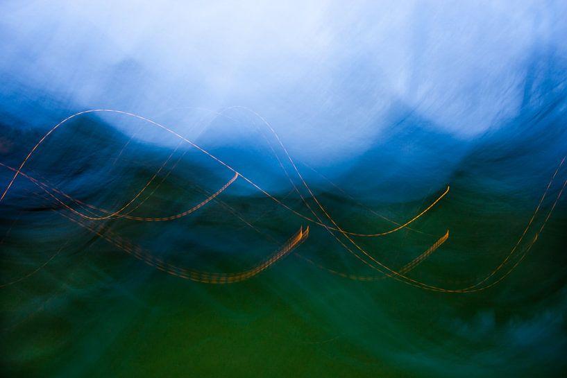 Blue hills in the forrest von Emma Westers