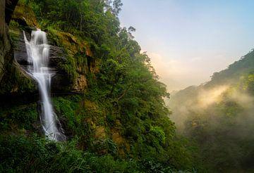 Langer Wasserfall in Taiwan von Jos Pannekoek