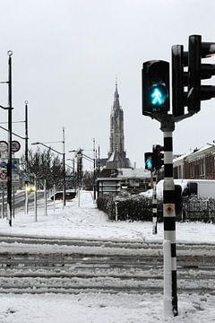 Delft - Nieuwe Kerk in de sneeuw straatview van Mariska van Vondelen
