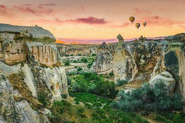 Cappadocian sunrise van Erik de Boer