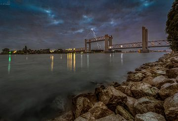 A bridge to far van Martin Simmons