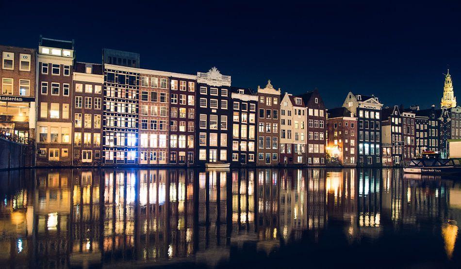 Amsterdam by night van Niels Keekstra