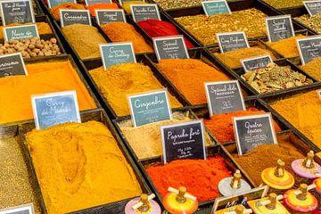 Specerijen op een markt in de Provence van