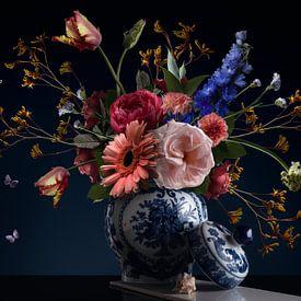 Königliche Schönheit Blume Stillleben von Sander Van Laar