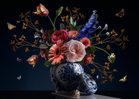 Royal Beauty Bloemstilleven van Sander Van Laar