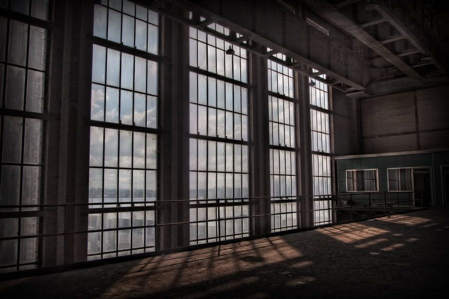 Verlaten energiecentrale 9 van Eus Driessen