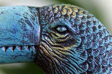 Nahaufnahme des Kopfes einer Tukan-Vogelfigur