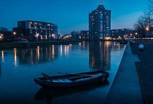 Het Potlood in Apeldoorn genomen tijdens een bevroren blauwe uur. van