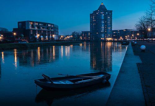 Het Potlood in Apeldoorn genomen tijdens een bevroren blauwe uur.