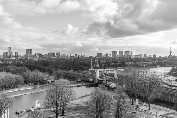 Het uitzicht op de skyline van Rotterdam vanuit de Van Nelle Fabriek van MS Fotografie