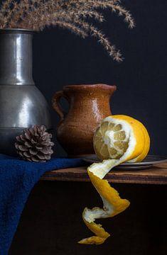 Stilleben mit Zitronenschale von Lizzy Komen