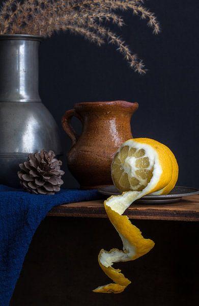 Stilleben mit Zitronenschalen l Lebensmittel fotografie von Lizzy Komen