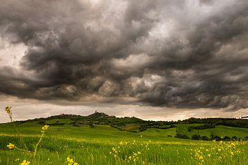 Storm nabij Rocca d'Orcia