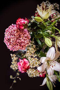 Blumenpracht auf Schwarz von Marlieke
