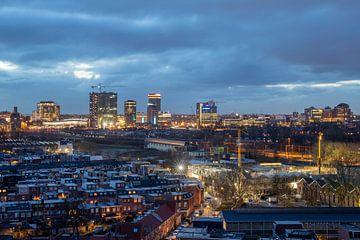 Stadsgezicht Utrecht blauwe uur ochtendschemer uitzicht watertoren Amsterdamsestraatweg van André Russcher