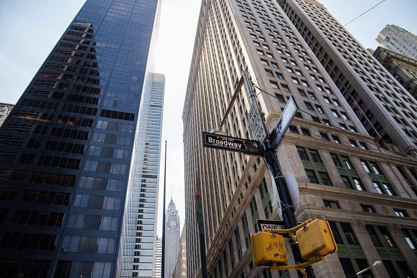 Skyscrapers on Broadway, Manhattan van Mark Wijsman