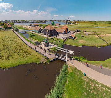 Windmühlen und Käserei in der Zaanse Schans, Zaandam, Nord-Holland, Niederlande von