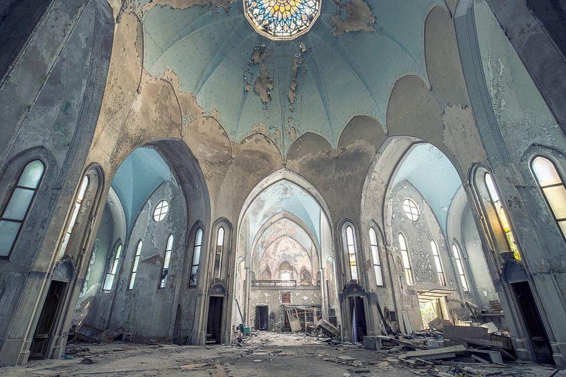 église imposante abandonnée sur Kristof Ven