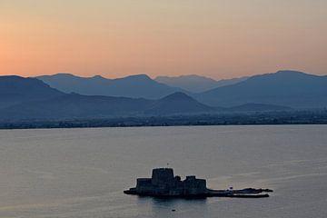 Landschaft: Nauplia (Griechenland) Schloss von Bourtzi bei Sonnenuntergang von Koolspix