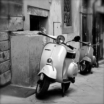 Vespa in Arezzo von Reinier van de Pol