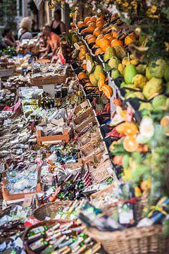Taormina (Siciliaans: Taurmina)  Sicilië Italië  drukke markt