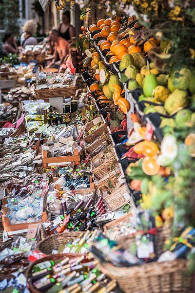 Taormina (Siciliaans: Taurmina)  Sicilië Italië  drukke markt van Edwin Hunter