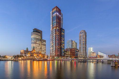 Rotterdam tijdens zonsondergang van Bert Buijsrogge