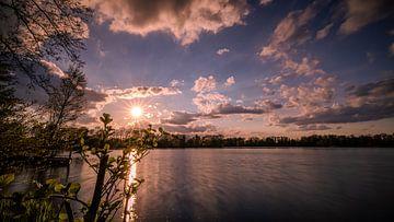 Avondsfeer aan het meer van Marita Autering