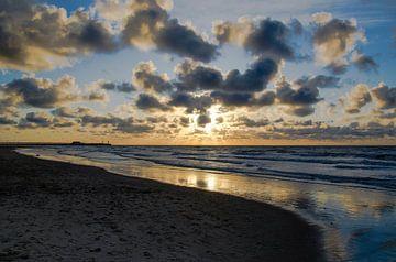 Strand bij Zonsondergang van Photography by Karim