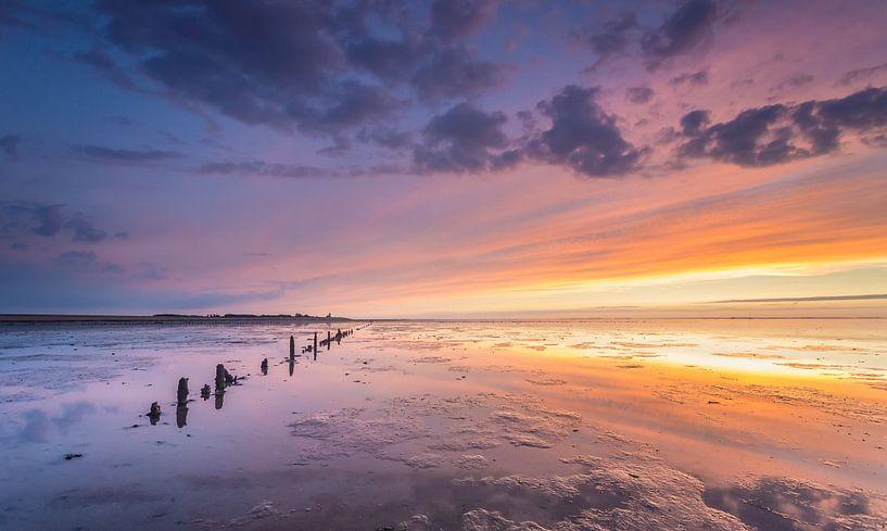 Zonsondergang op de Waddenzee  van Martijn van Dellen