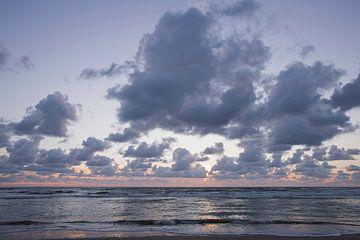 Wolken aan de kust van Barbara Brolsma