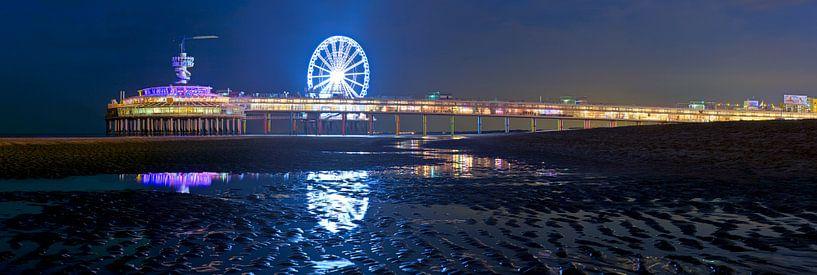 Panorama Pier Scheveningen in de nacht van Anton de Zeeuw