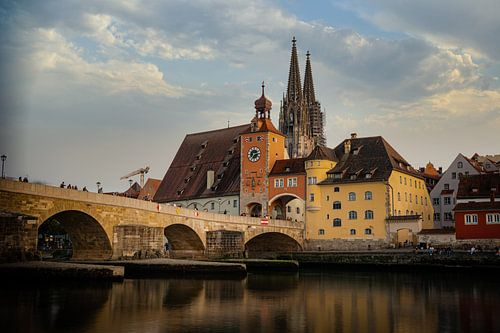 View from the Danube on the Regensburg Cathedral and Stone Bridge with lights in Regensburg in the e