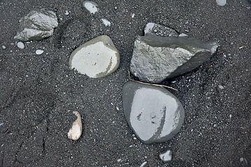Schwarzer Sandstrand bei Dyrholaey, Island von Jutta Klassen
