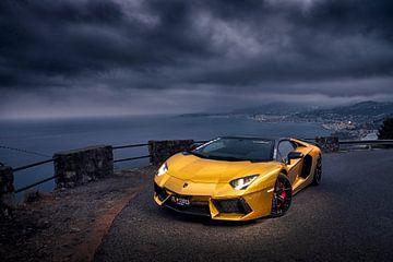 Gold Lamborghini Aventador von Ansho Bijlmakers