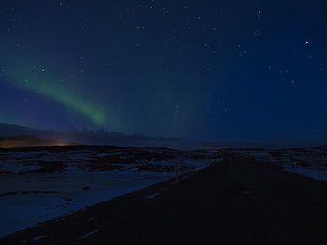 Sterrenhemel met noorderlicht van Timon Schneider