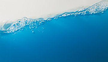 schuin blauw water van