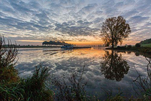 Sunrise on the Maas sur
