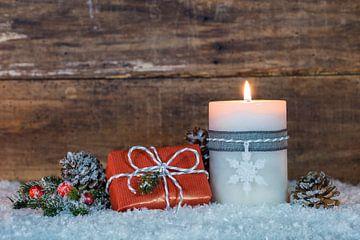 Versiering voor Advent of Kerstmis met kaarsvlam van Alex Winter