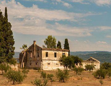 Verlaten landhuis op Corfu van Marjolein van Middelkoop