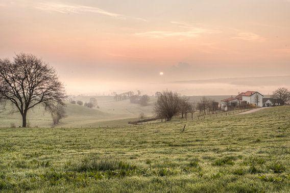Zonsopkomst boven de Schweiberg in Zuid-Limburg