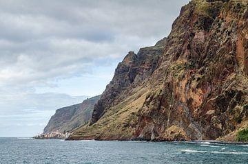 Paul do Mar omgeven door kliffen von Bram van der Meer