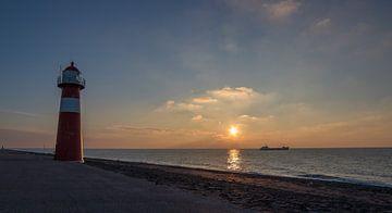 Zonsondergang met vuurtoren von Marcel Klootwijk