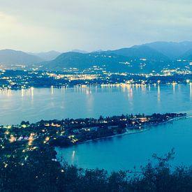 Uitzicht over Gardameer vanaf Rocca di Manerba van Jasper van de Gein Photography