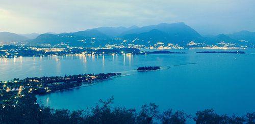 Uitzicht over Gardameer vanaf Rocca di Manerba van